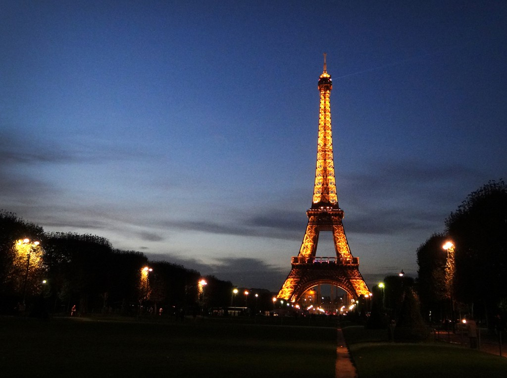 eiffel-tower-night-mini